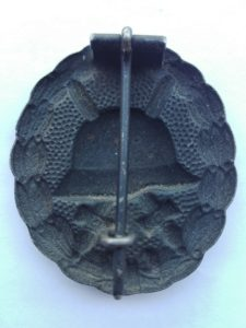 Reverse of WW1 Black wound Badge