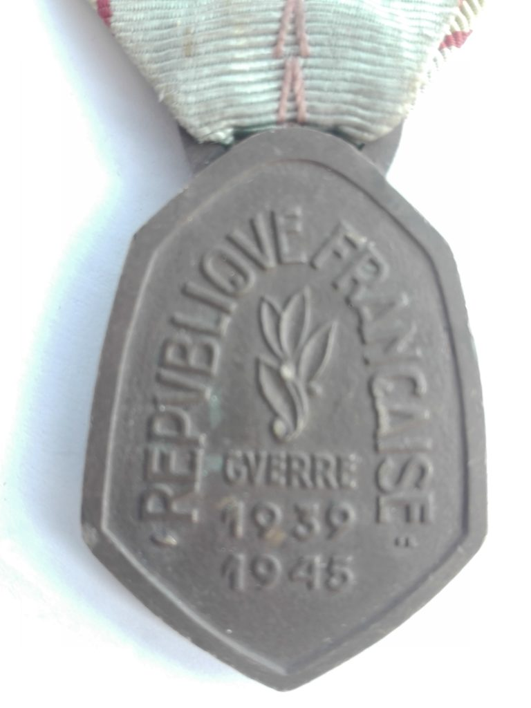 1939–1945 Commemorative war medal back