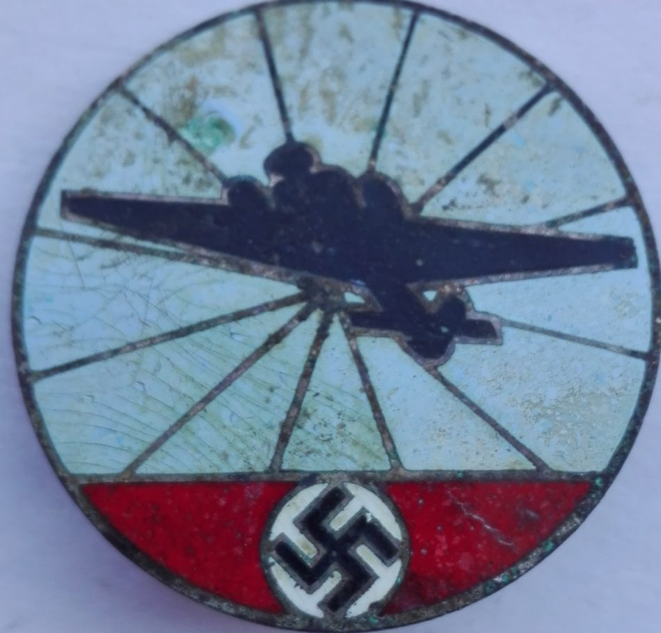 unknown German ww2 badge obverse
