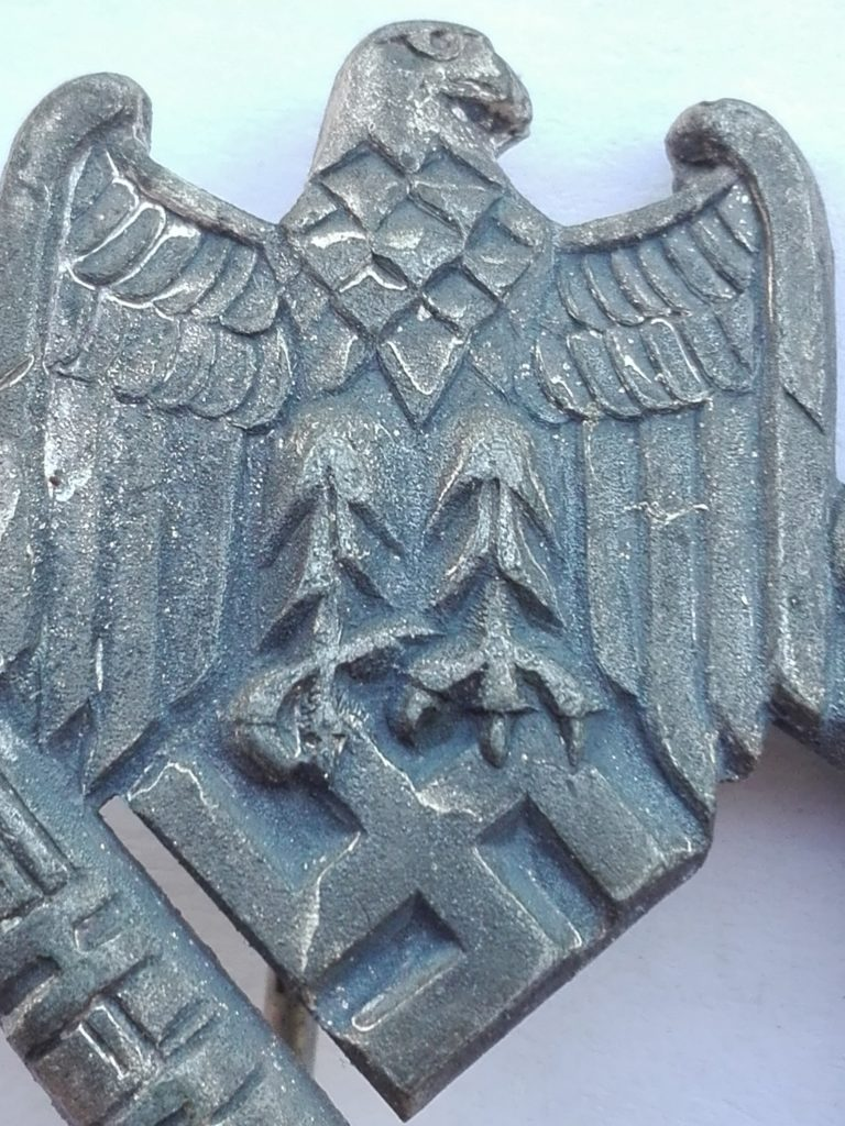 Eagle, Pay close attention to the tallons. A unique design feature is visible.