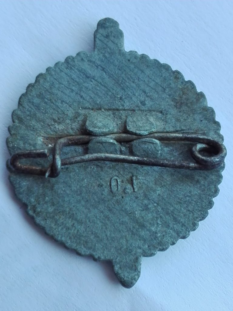Reverse of the tinnie showing I.O or 0.1. Perhaps manufacturer or die number?