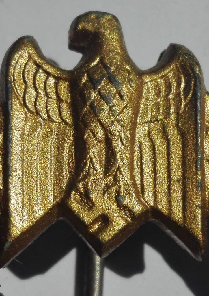 Eagle showing how little detailing one can expect from Kriegsmarine badges in this respect
