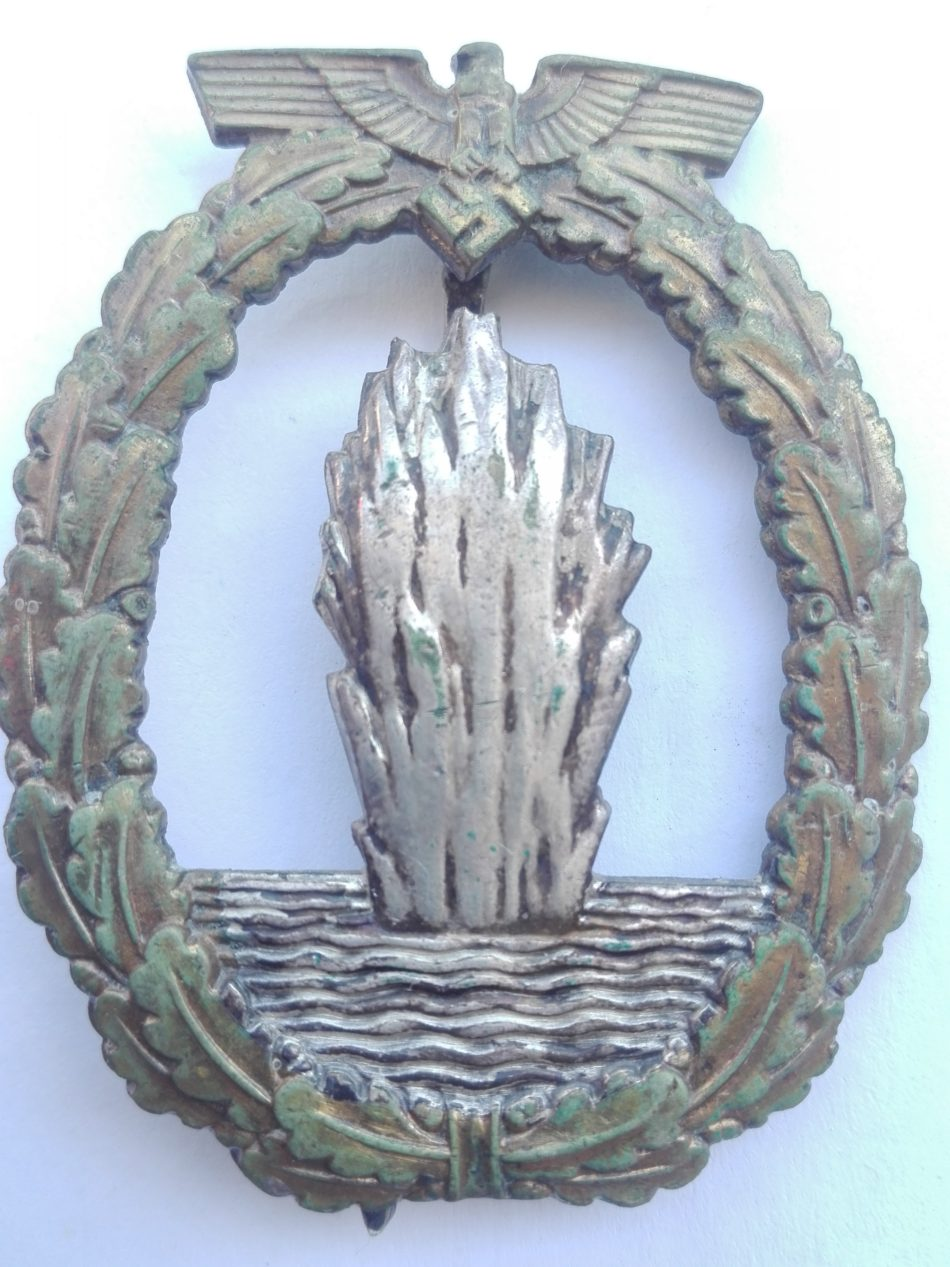 WW2 German Minesweeper badge by Schwerin. Obverse