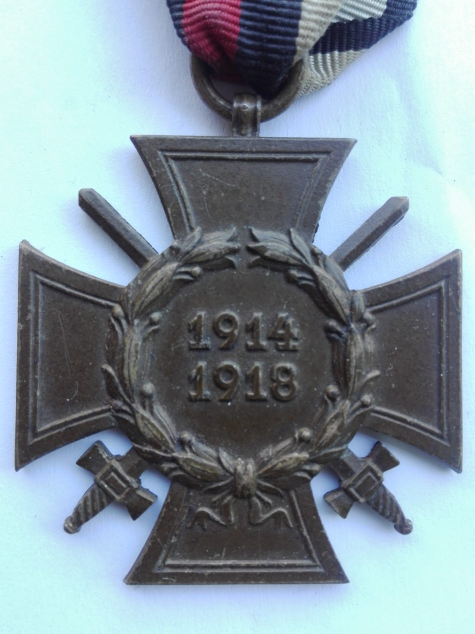Germany 1914 1918 War service cross with swords St & L Obverse