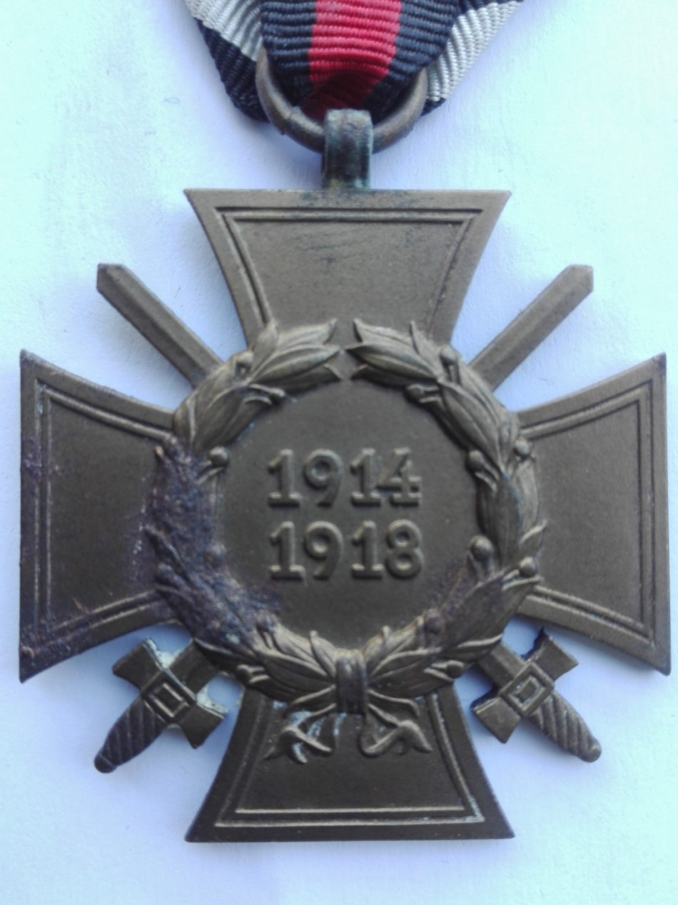Germany 1914 1918 War service cross with swords maker marked HKM
