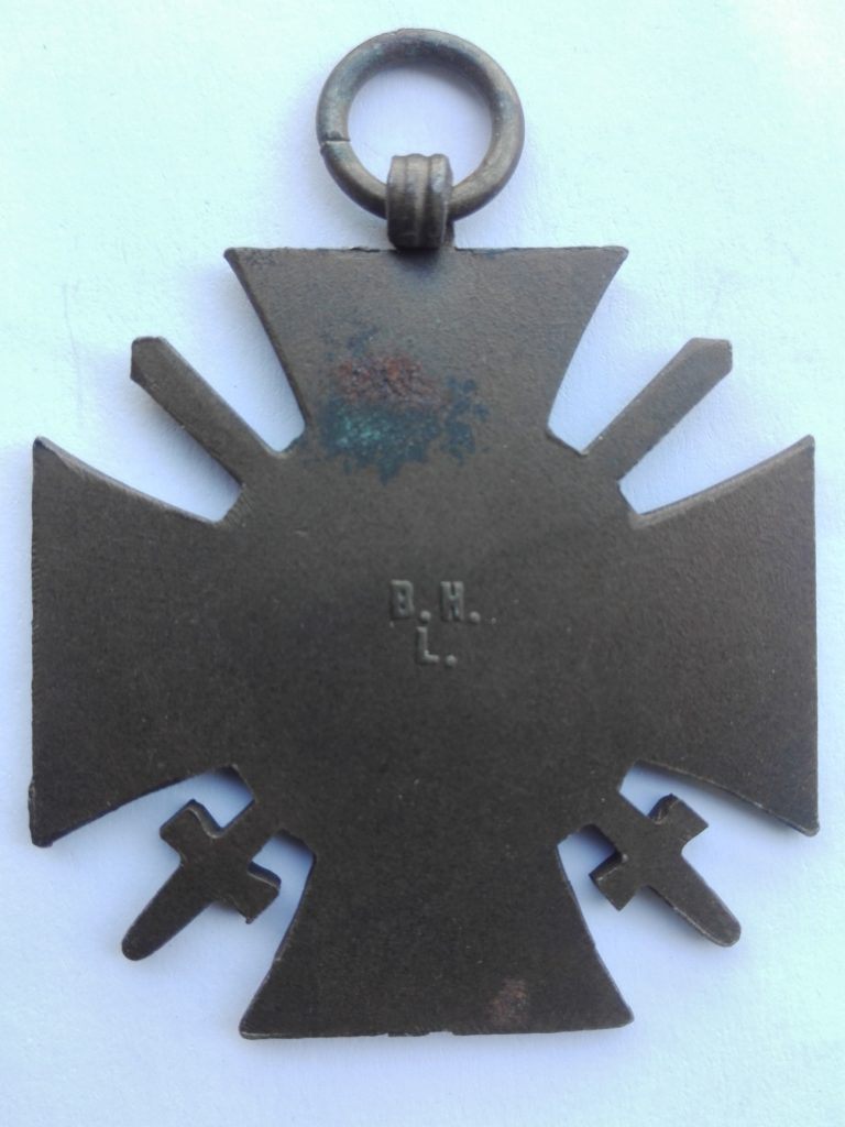Germany 1914 1918 War service cross with swords maker marked B.N.L. on the reverse