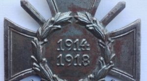 Germany 1914 1918 War service cross with swords maker marked Assmann