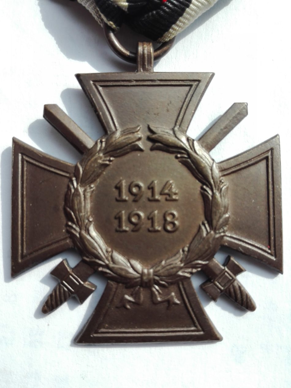 Hindenberg cross woth swords. WW1 War service cross. Maker C.P. Obverse