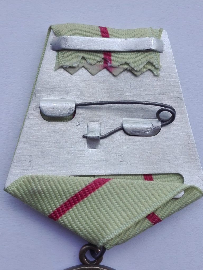 Reverse of the Pentagonal hanger with the cream red cream stripe denoting the defence of stalingrad